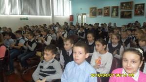 ученики3-4классов  на выступлении агитбригады